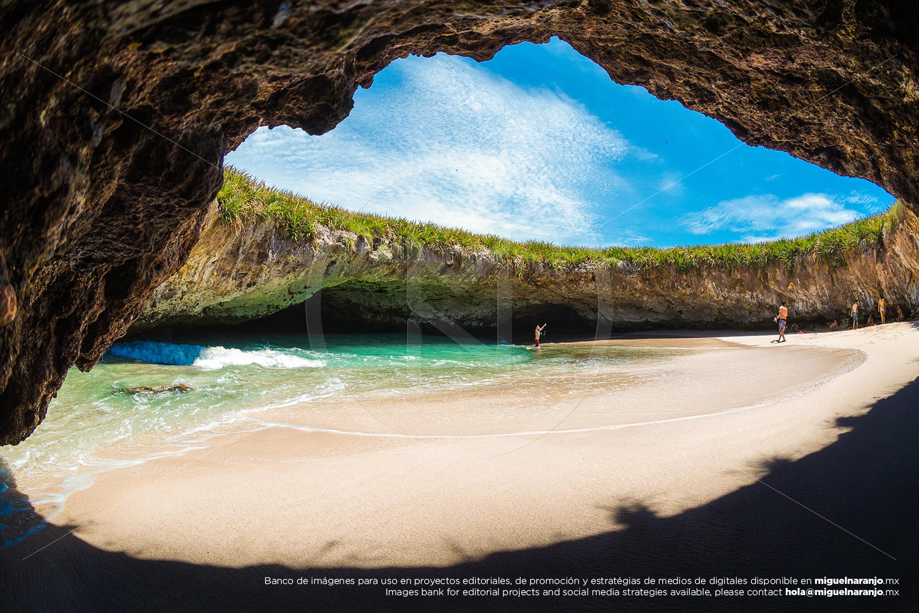 The Hidden Beach, Playa del Amor en Islas Marietas, Riviera Nayarit México - Banco de fotografías de destino - Fotografía de stock profesional