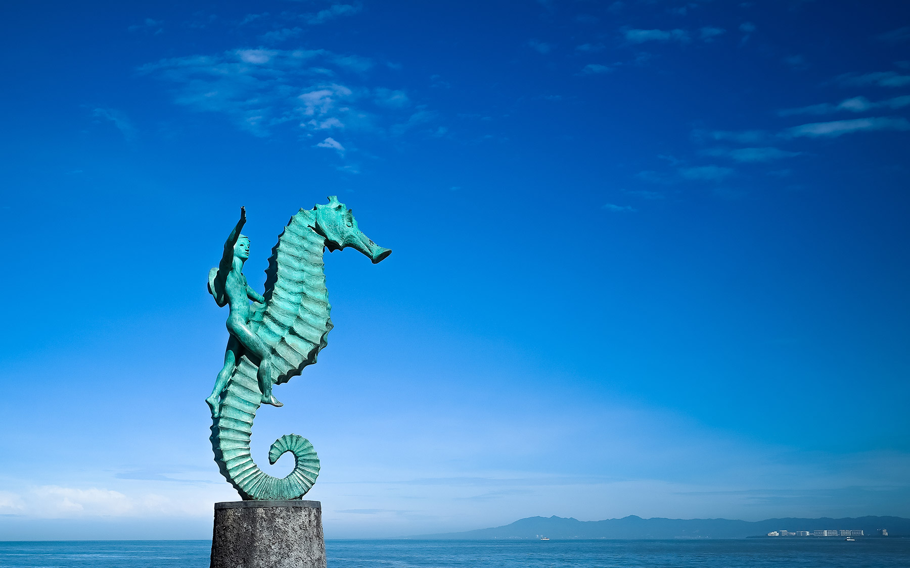 El niño sobre el caballo, ícono de Puerto Vallarta por el escultor Rafael Zamarripa
