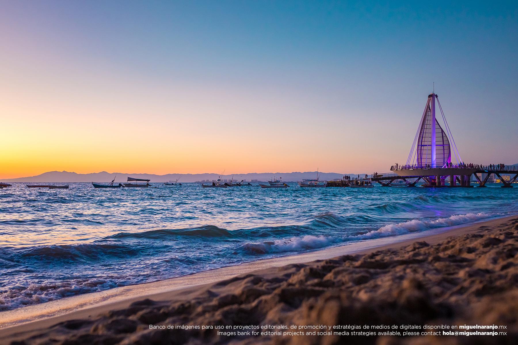 Muelle Playa Los Muertos - Banco de fotografías de destino - Fotografía de stock profesional